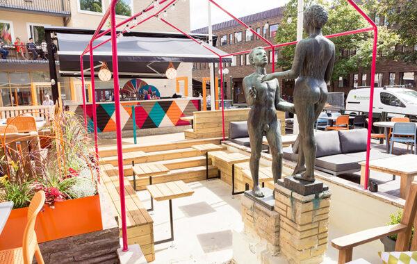 Kårhuset kollektivet statyer i utomhusbar